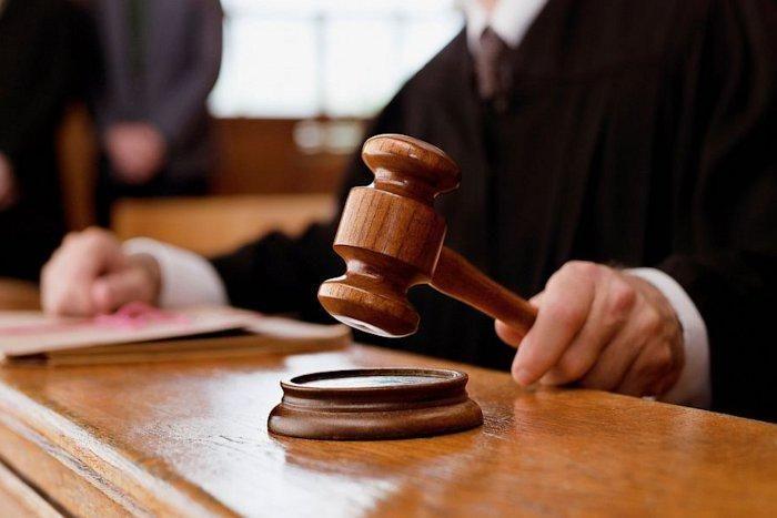 महिला व उसके दो पुत्रों को 4-4 साल की सजा