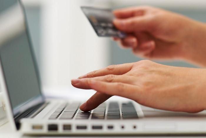 ऑनलाइन शॉपिंग: कंपनियों ने कहा, जिन सामानों पर छूट देंगे उन पर वारंटी नहीं, नकली हो सकते हैं सामान