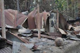 बांग्लादेश में अल्पसंख्यक हिंदुओं पर हमले जारी, घर जलाए और मंदिरों में की तोड़फोड़