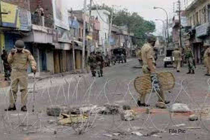 भीलवाड़ा: धार्मिक जुलूस पर पथराव के बाद बिगड़ा माहौल, मकान-दुकान को किया आग के हवाले