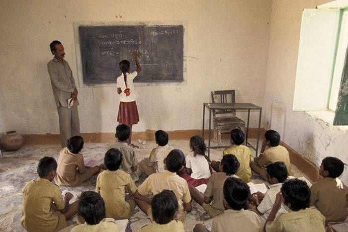 Public Governance : प्रदेश के सरकारी स्कूलों में पढऩे वाले विद्यार्थियों की शैक्षणिक स्थिति में कैसे सुधार लाया जा सकता है? हमें बताएं