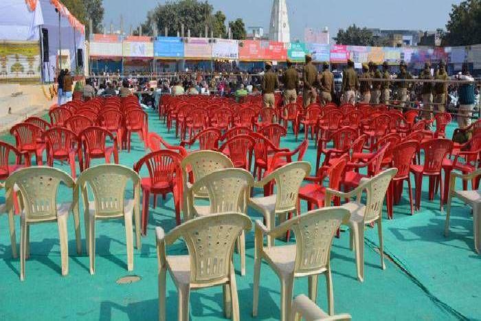 सरकार के तीन साल का समारोह लेकिन नहीं जुटी भीड़