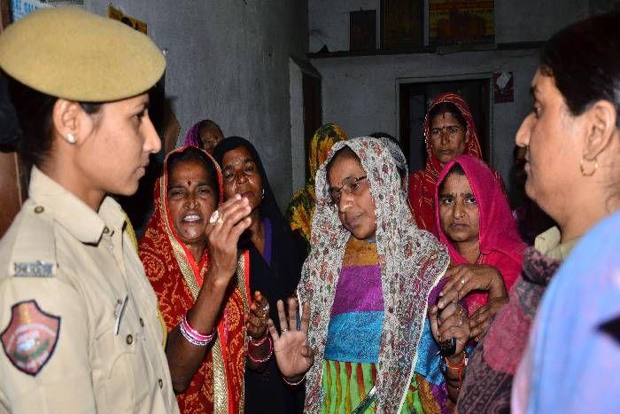 राजस्थान में CM से मिलने से रोका, यहां महिला दिवस पर 6 महिलाओं ने किया जान देने का प्रयास