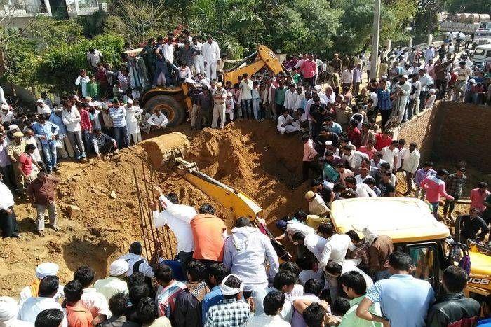 निर्माणाधीन इमारत में सेप्टिक टैंक की खुदाई के दौरान मिट्टी ढहने से  एक श्रमिक की मौत