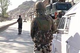 श्रीनगर में सीआरपीएफ के काफिले पर आतंकी हमला, 6 जवान घायल