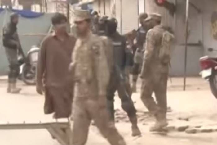 लाहौर में आत्मघाती हमला, पाकिस्तानी फौज के चार जवान और दो आम नागरिकों की मौत