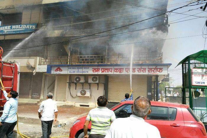 शहर विधायक के भाई के प्रोपर्टी ऑफिस में लगी आग, फर्नीचर सहित सामान जला