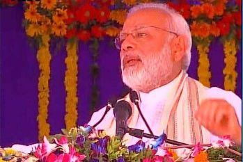 सूरत में बोले PM माेदी, जन सहयोग के बिना नहीं चल सकता देश, जनता की मेहनत आैर सेवा से ही संचालन संभव