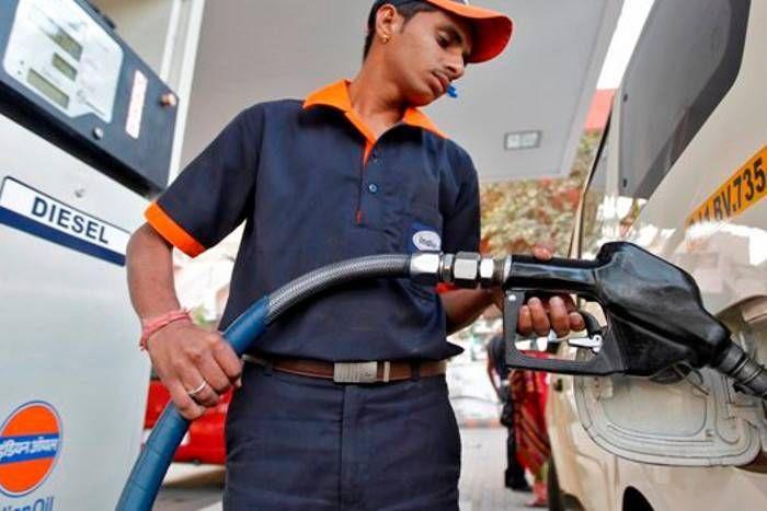 पेट्रोल पंप बंद करने की धमकी पर होगी उचित कार्रवाई : केंद्र सरकार