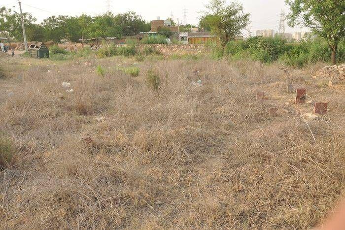 उदयपुर गांव में शव दफनाने को नहीं बची कब्रिस्तान में जमीन, लगानी पड़ती है गुहार