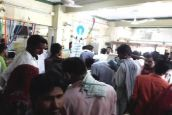 Video : पैसे की किल्लत से परेशान लोगों ने बैंक को कोसा