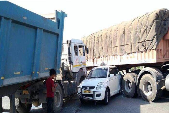 ट्रेलर ने कार को टक्कर मारी, आधा दर्जन से अधिक वाहन टकराए