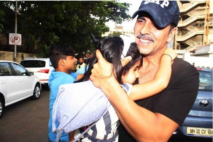 अक्षय कुमार ने बेटी नितारा को सिखाई मानवता, वीडियो शेयर कर कहा-'गर्मियों में सबको पानी पिलाएं'