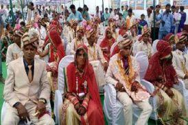 देखेंvideo:विवाह सम्मेलनों की रही धूम, जीवन भर साथ निभाने का किया वादा