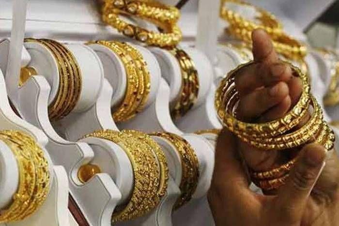 सोना 100 रुपए फिसला, चांदी 50 रुपए चमकी