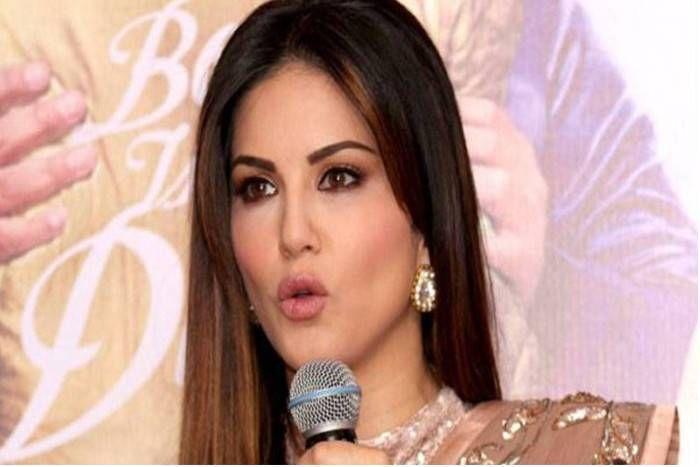 बॉलीवुड की 'लैला' सनी लियोनी का प्लेन क्रैश होते-होते बचा, वीडियो जारी कर भगवान को कहा 'शुक्रिया'