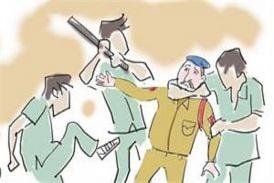 पुलिस दल पर कुल्हाड़ी व लाठियों से हमला