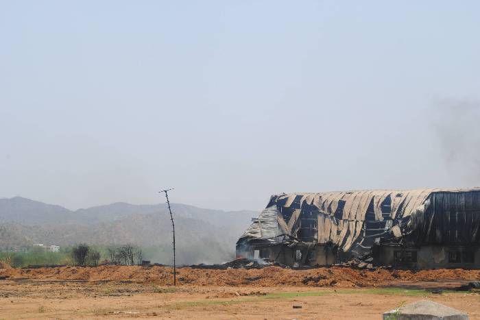 आबूरोड : नौ दिन बाद भी रबर फैक्ट्री से उठ रहा है धुआं
