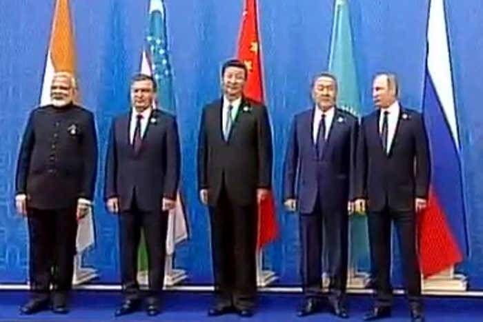 SCO समिट में गूंजा 'मेरा जूता है जापानी' आैर 'आवारा हूं', शीर्ष नेताआें ने खूब उठाया लुत्फ