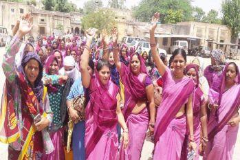 महिला कार्यकर्ताओं ने की राज्य कर्मचारी का दर्जा देने की मांग, चुनावी घोषणा पत्र में किया था वादा