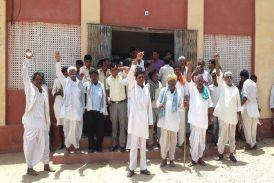 Video : आक्रोशित ग्रामीणों ने किया जलदाय कार्यालय का घेराव