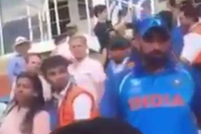 पाकिस्तानी फैंस की विराट कोहली से बदजुबानी, शमी को आया गुस्सा, देखें वीडियो