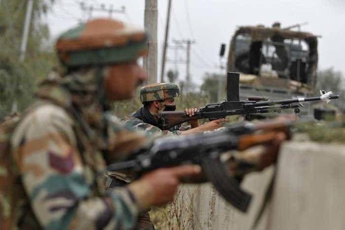 कश्मीर में सुरक्षाबलों के साथ मुठभेड़ में दो आतंकी ढेर, आॅपरेशन के दौरान झेलना पड़ा स्थानीय लोगों का विरोध