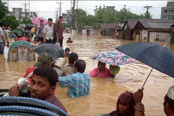 बांग्लादेश में भारी बारिश आैर बाढ़ का कहर, अब तक 170 लोगों की मौत, शरणार्थी शिविरों में पहुंचे सैंकड़ों