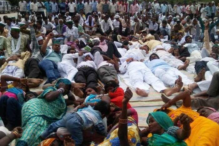 अंतरराष्ट्रीय योग दिवस पर फूटा किसानों का रोष, शवासन कर मनाया 'शोक दिवस', कांग्रेस का भी प्रदर्शन