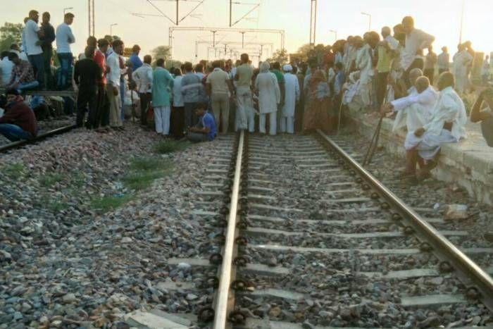 राजस्थान में सुलगा जाट आरक्षण आंदोलन, रेलवे ट्रैक पर बैठे आंदोलनकारी, रेल मार्ग बाधित