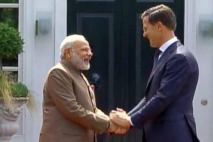 PM मोदी पहुंचे नीदरलैंड, मार्क रुट से मुलाकात के बाद कहा- भारत के विकास में डच का अहम योगदान
