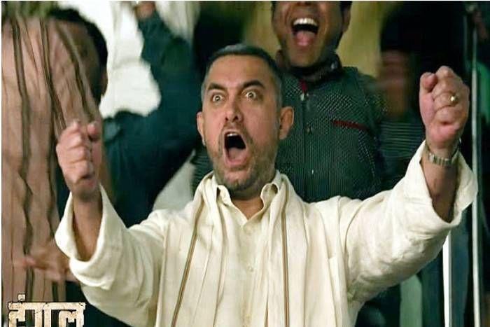 ईद पर आमिर खान की 'दंगल' ने रचा इतिहास, 'बाहुबली-2' को पछाड़ कर 2000 करोड़ कमाने वाली बनी पहली भारतीय फिल्म