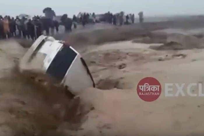 कोलायत विधायक भंवर सिंह भाटी की कार तेज बहाव में बही, कूद कर बचानी पड़ी जान