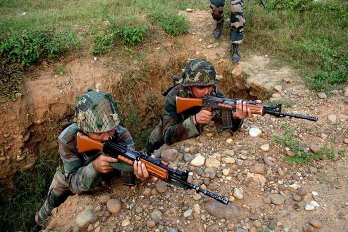 पाकिस्तान ने फिर तोड़ा युद्घविराम, LOC पर बरसाए मोर्टार, भारत ने भी दिया मुंहतोड़ जवाब