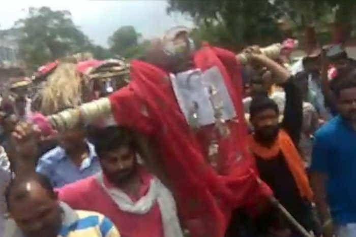 आनंदपाल एनकाउंटरः CBI जांच की मांग पर जयपुर में बवाल, व्यापारियों से मारपीट, फूंका सीएम का पुतला