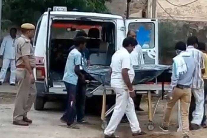 आनंदपाल एनकाउंटरः सांवराद में कड़ी सुरक्षा के बीच पुलिस ने परिजनों को सौंपा आनंदपाल का शव