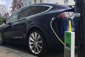 लंदन में स्ट्रीट लैम्प से चार्ज होंगी हाइब्रिड और इलेक्ट्रिक कारें