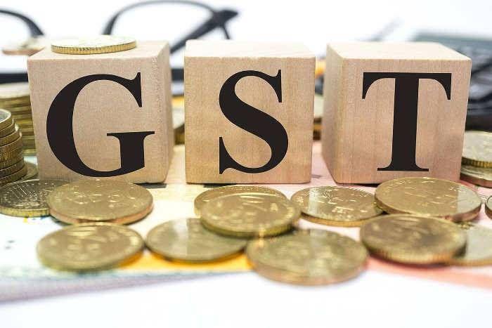 कर चोरों ने निकाला GST का तोड़, एक जोड़ी जूते को अलग-अलग बेच रहे दुकानदार