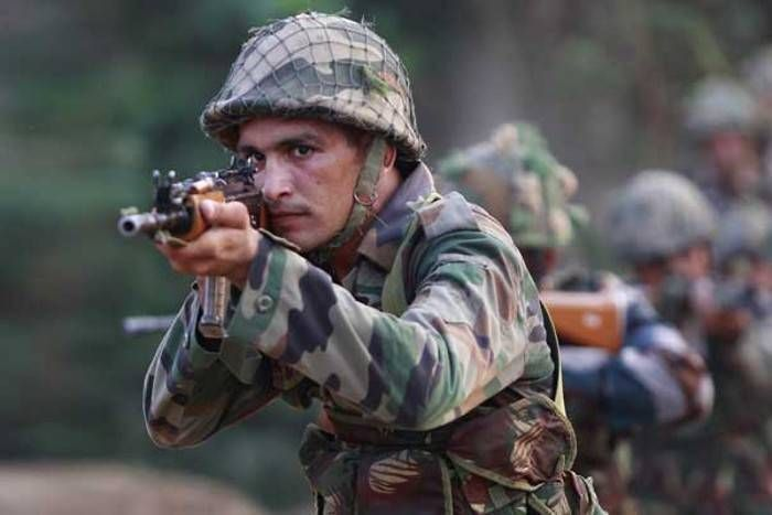 कश्मीर में घुसपैठ की कोशिश नाकाम, सुरक्षाबलों ने दो आतंकियों को किया ढेर