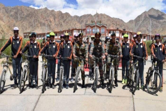 कारगिल विजय दिवस: शहीदों के सम्मान में लेह से निकली साइकिल यात्रा, जनरल पन्नू ने दिखाई हरी झंडी
