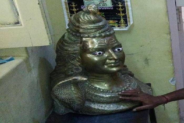बोरी में मिली शिव प्रतिमा, पुलिस ने लिया कब्जे मेंं