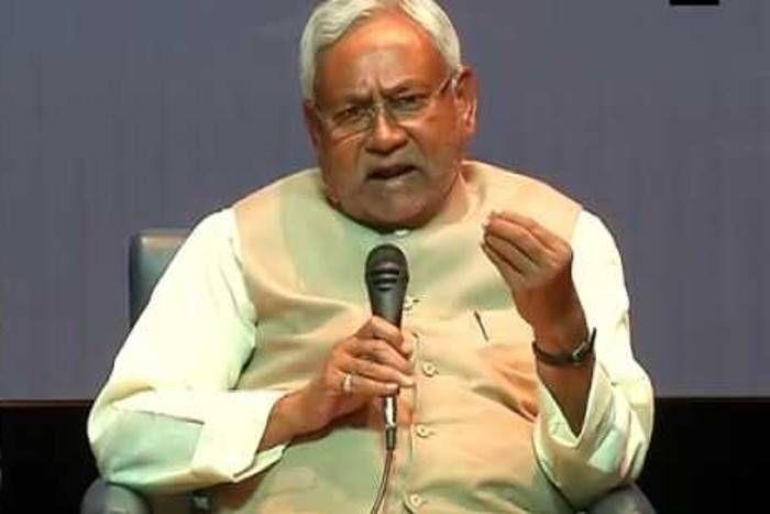 कांग्रेस बगैर नेता वाली पार्टी आैर नीतीश बगैर पार्टी वाले नेता, बना देना चाहिए कांग्रेस अध्यक्षः रामचंद्र गुहा