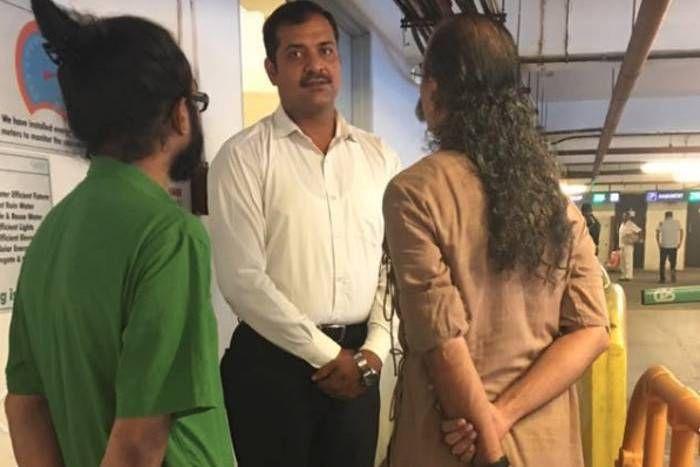 धोती पहने शख्स को भेदभाव का होना पड़ा शिकार, कोलकाता के माॅल में घुसने से रोका, अंग्रेजी में बहस से बनी बात