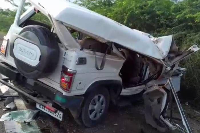 जोधपुर में ट्रक और बोलेरो के बीच जबरदस्त भिड़ंत, दुर्घटना में दो लोगों की मौत, पांच लोग गंभीर रूप से घायल