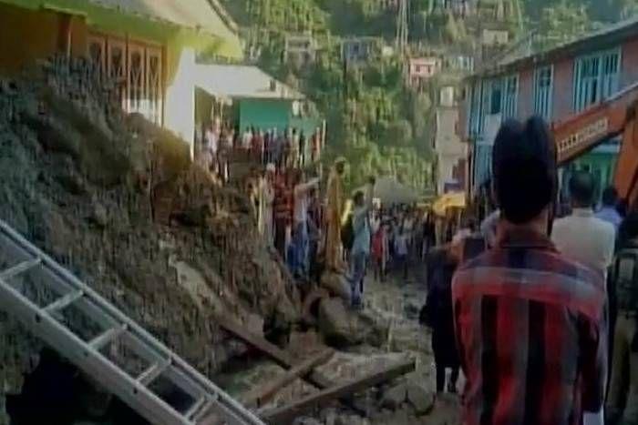 जम्मू कश्मीर के डोडा में बादल फटा, 6 लोगों की मौत, मलबे में दबे कर्इ लोग
