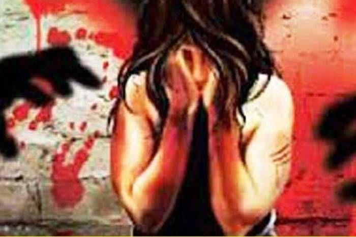 रिश्तेदार से मिलने आर्इ बीएड छात्रा के साथ युवक ने किया दुष्कर्म, आरोपी ने बताने पर जान से मारने की भी दी धमकी