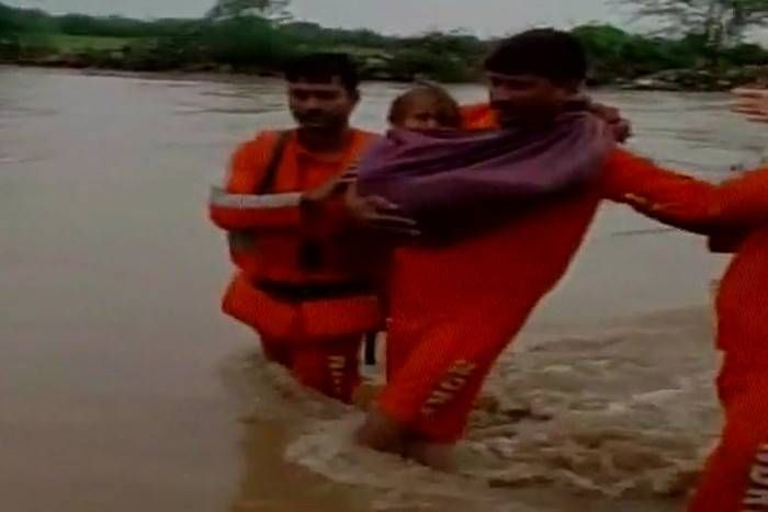गुजरात में भारी वर्षा का दौर जारी, वायु सेना और अन्य एजेंसियां राहत-बचाव में जुटीं