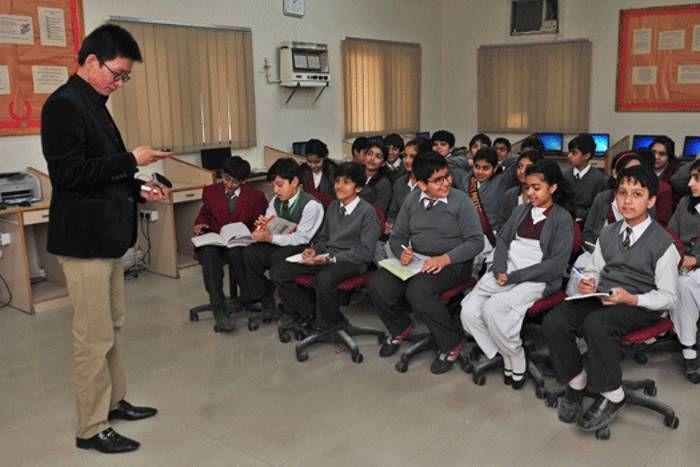 पिछलग्गू बना पाकिस्तान, आका चीन को खुश करने के लिए स्कूलों में पढ़ा रहा है चीनी भाषा