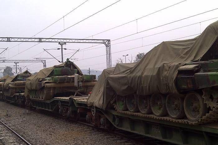 चीन से युद्घ की आशंका के बीच रेलवे के पास से सेना के सैकड़ों वैगन लापता