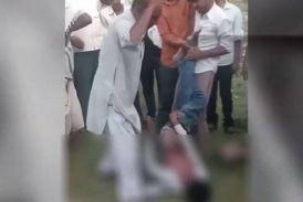 चोरी की ये कैसी सजा: पूर्व सरपंच ने की बेरहमी से नाबालिग की पिटाई, देखें वीडियो